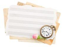 Manojo de papeles de nota viejos con el reloj viejo Imagen de archivo libre de regalías