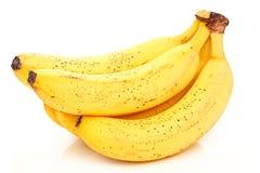 Manojo de plátano maduro aislado en blanco Fotos de archivo libres de regalías