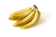 Manojo de plátanos maduros frescos aislados en blanco Foto de archivo