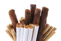 Manojo de tabaco de cigarrillos Fotos de archivo
