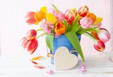 Manojo de tulipanes frescos fotos de archivo libres de regalías