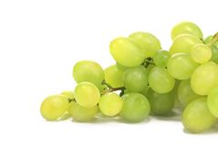Manojo de uvas verdes maduras y jugosas Imagen de archivo libre de regalías