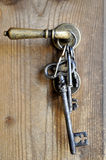 Manojo de viejos claves del hierro Imagen de archivo libre de regalías