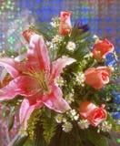 Manojo del lirio y de las rosas Foto de archivo libre de regalías