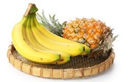 Manojo del plátano con la piña Fotografía de archivo libre de regalías