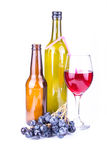 Manojo del vino rojo y de la uva fotografía de archivo
