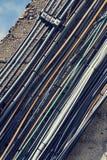 Manojo filtrado del vintage de cables de datos afuera en la pared Fotografía de archivo libre de regalías