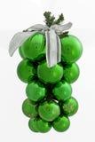 Manojo verde de bolas de la Navidad Fotografía de archivo