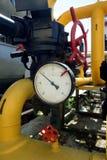 Manomètre sur la pipe de gaz photo libre de droits