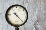 Manometer on grunge background Royalty Free Stock Photo
