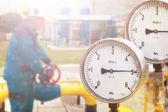 Manometer im Öl- und Gasproduktionsverfahren für Monitor bedingen Lizenzfreie Stockfotografie