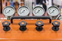 Manometer mit zwei Drucken Stockbild
