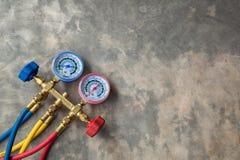Manometersmeetapparatuur om airconditioners te vullen, gaug Stock Foto