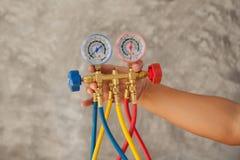 Manometrar som mäter utrustning för fyllnads- luftkonditioneringsapparater, gaug Arkivbild
