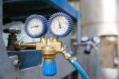 Manometro industriale resistente, pressione di misurazione Immagini Stock