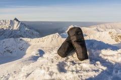 Manoplas calientes en las montañas Fotos de archivo libres de regalías