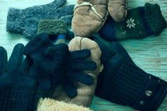 Manoplas del invierno en un fondo azul Fotos de archivo libres de regalías
