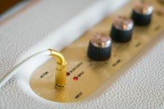 Manopola del controllo del volume dell'amplificatore ad alta fedeltà Fotografie Stock