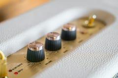 Manopola del controllo del volume dell'amplificatore ad alta fedeltà Fotografia Stock