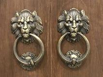 Manopola di porta d'annata con la testa del leone immagine stock libera da diritti