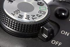 Manopola e tasto inserita/disinserita sulla macchina fotografica di DSLR Fotografie Stock Libere da Diritti