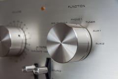 Manopole stereo d'annata dell'amplificatore Fotografia Stock