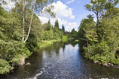 Manor door de rivier royalty-vrije stock afbeelding