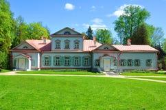 Manor met mezzanine in de museum-Reserve Abramtsevo ПР¾ Ð'Ð ¼ Ð ¾ Ñ  кР¾ Ð ² ÑŒÐ?, РР¾ Ñ  Ñ  Ð¸Ñ  royalty-vrije stock foto