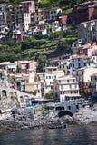 Manorola利古里亚的Cinqueterra海岸线的一个渔村在北意大利 村庄不可能由路到达, 免版税库存照片