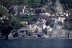 Manorola利古里亚的Cinqueterra海岸线的一个渔村在北意大利 村庄不可能由路到达, 库存图片