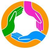 Manos alrededor del logotipo del trabajo en equipo Fotografía de archivo libre de regalías