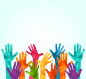 Manos ascendentes coloridas Vector el ejemplo, un celation de los associers, unidad, socios, compañía, amistad, fondo Volunteebr  ilustración del vector
