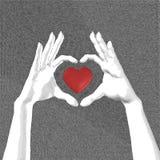 Manos con bosquejo del símbolo del corazón. Foto de archivo libre de regalías