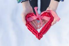 Manos con el corazón Imagen de archivo