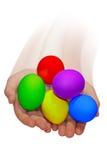 Manos con los huevos de Pascua Foto de archivo libre de regalías