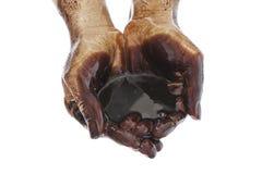 Manos con petróleo negro en blanco Imagenes de archivo