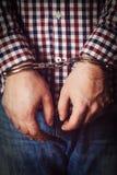 Manos criminales bloqueadas en manillas Imágenes de archivo libres de regalías