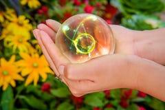 Manos Crystal Ball Atom fotografía de archivo