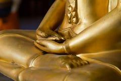 Manos de Buda en primer de la mediación Fotos de archivo