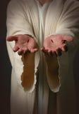 Manos de Jesús con las cicatrices Fotos de archivo libres de regalías