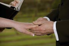 Manos de la boda Imagen de archivo libre de regalías