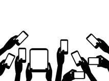 Manos de la gente que llevan a cabo el fondo de los teléfonos móviles Foto de archivo