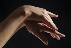 Manos de la mujer, manicured Imagen de archivo