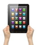 Manos de la mujer que sostienen la PC de la tableta con los iconos Imagenes de archivo