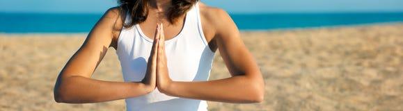 Manos de la yoga. panorama Alto-res. Foto de archivo libre de regalías