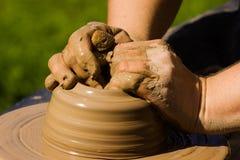 Manos de los alfareros Foto de archivo libre de regalías