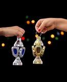 Manos de los niños con Ramadan Lantern