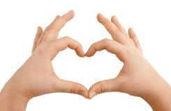 Manos de los niños que muestran dimensión de una variable del corazón Imágenes de archivo libres de regalías