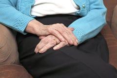 Manos de los pensionistas Fotos de archivo