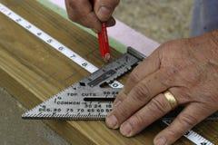 Manos de medición Foto de archivo libre de regalías